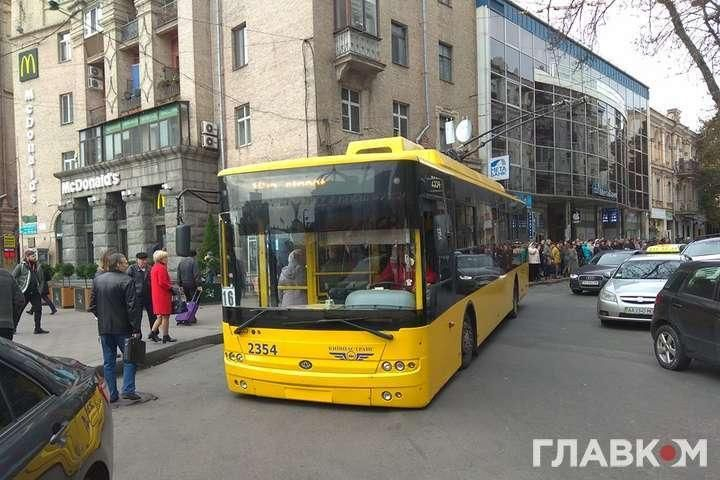 Тролейбус був перевантажений / фото Главком