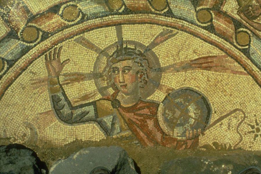 Фото: lechaim.ru / Мозаика с изображением Гелиоса на полу синагоги в Хамат‑Тверии. Израиль. 286–337 годы н. э.