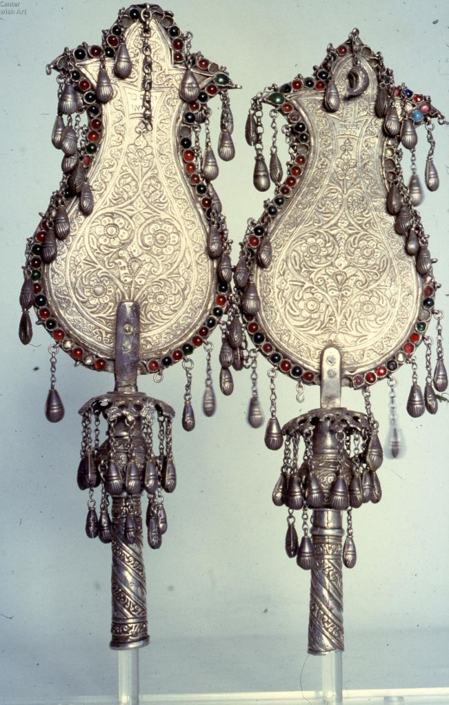 Фото: lechaim.ru / Навершия катушек для свитка Торы. Афганистан. 1918