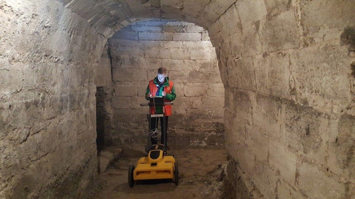 Улітку в Тернополі з допомогою георадара встановили точне місце розташування підземних ходів, а також натрапили на підземну крипту в Надставній церкві / фото Андрій Кір