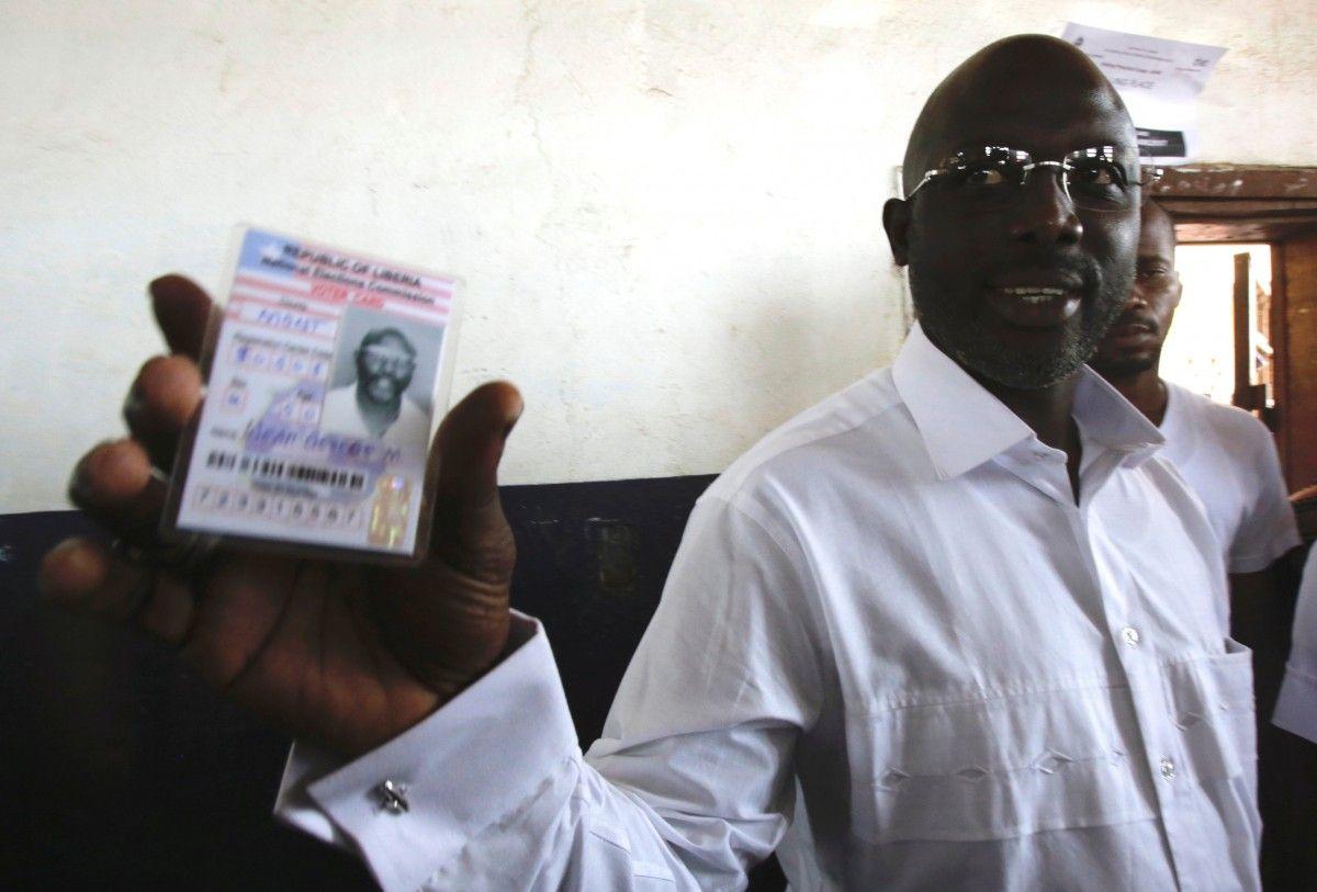 Веа став президентом Ліберії і вирішив повернутися у великий футбол / Reuters