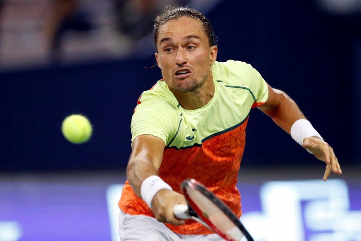 Долгополов проиграл Федереру в Шанхае / Reuters