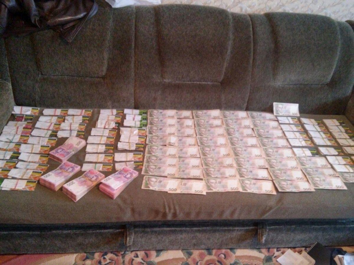 У злоумышленников изъяли более чем сто тысяч гривен / фото ssu.gov.ua
