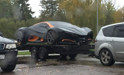 Украинское авто заметили на автозаправке / фото delfi.lv
