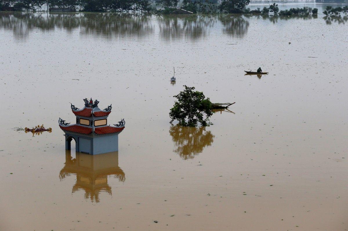 Кількість людей, вимушених покинути свої домівки через стихійні лиха продовжує зростати / ілюстрація REUTERS