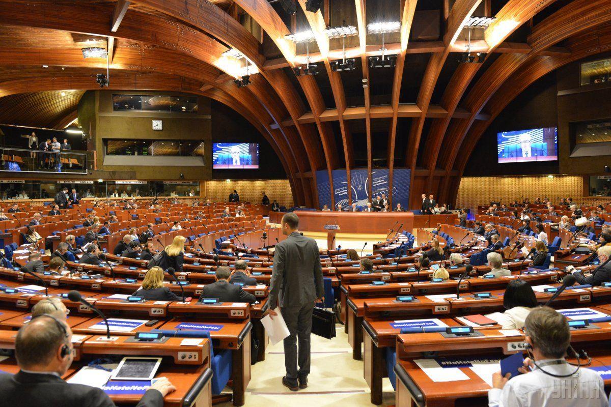 Друге речення забороняє брати участь у роботі ПАРЄ парламентаріям, обраним на окупованих територіях / фото УНІАН