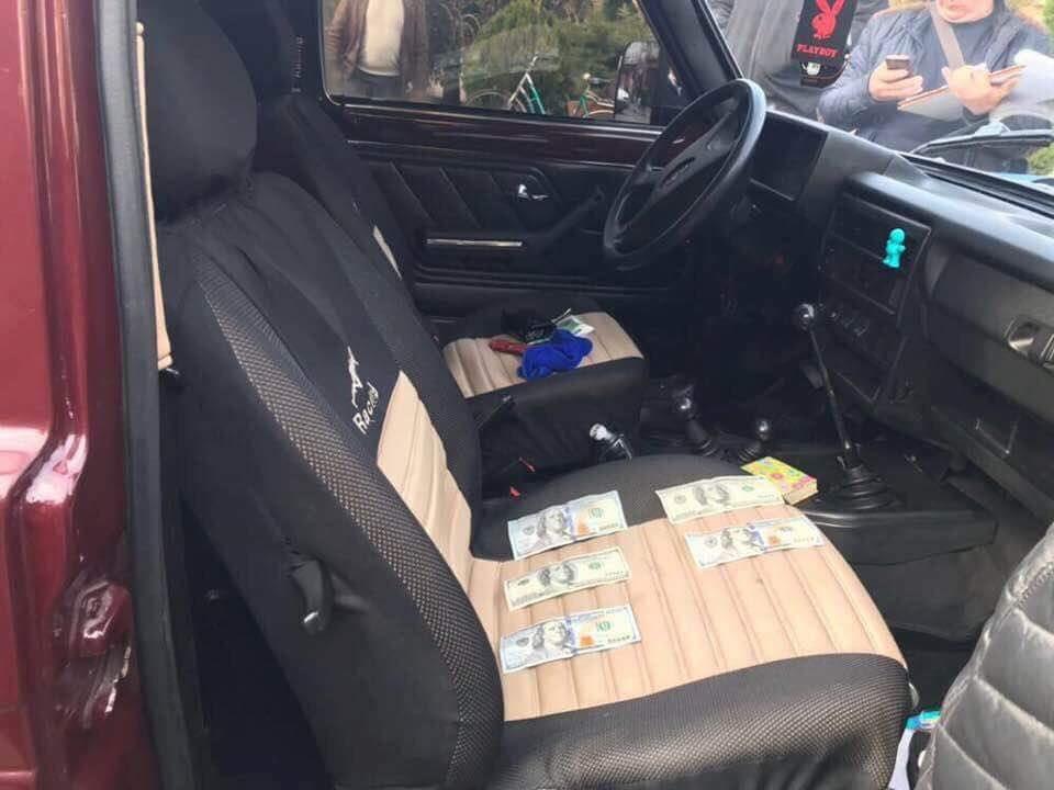 Полицейского задержали при получении взятки / фото facebook.com/LarysaSargan