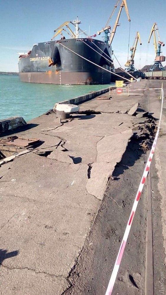 Пошкоджений судном причал / фото dumskaya.net