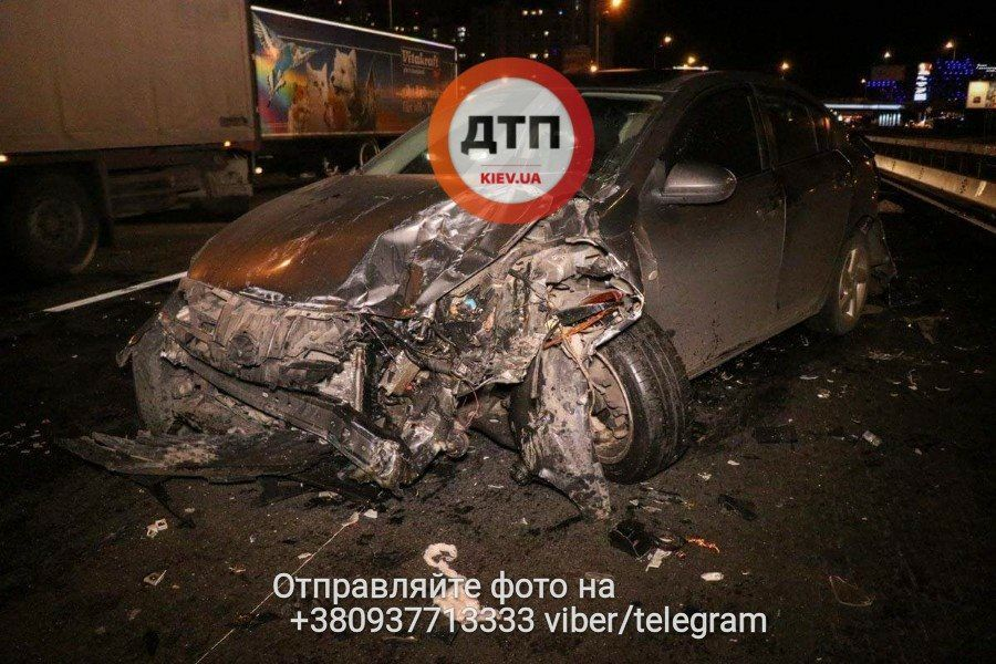 У водителя BMW сломаны ноги, ребра и повреждена голова / facebook.com/dtp.kiev.ua