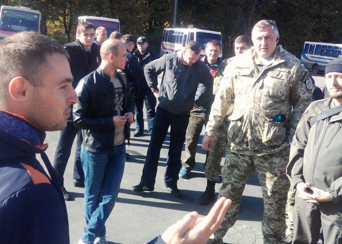 Водитель также обозвал бойца / фото facebook.com/svoboda.gayda