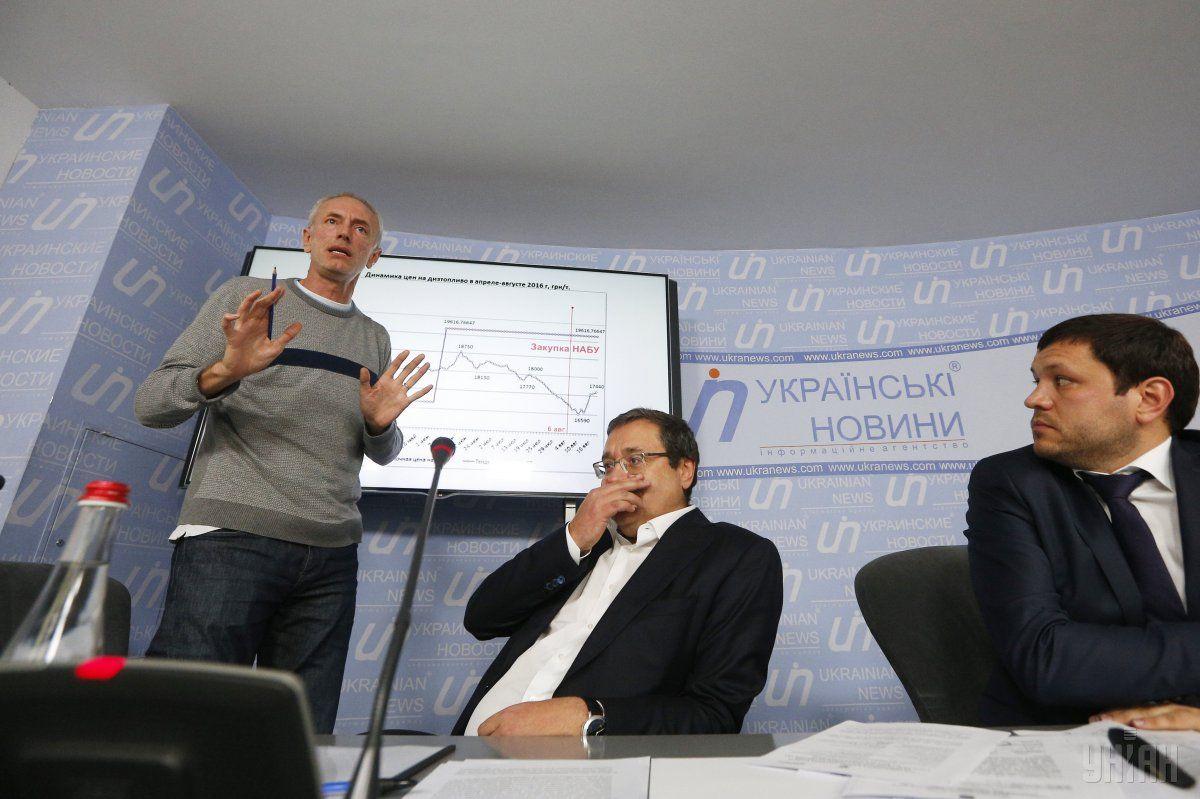 Трофименко (зліва) був затриманий після прес-конференції / Фото УНІАН
