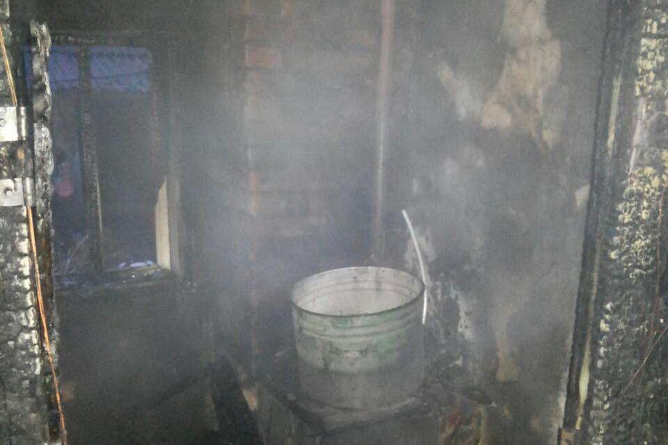 Когда дом загорелся, внутри было восемь человек / фото dsns.gov.ua