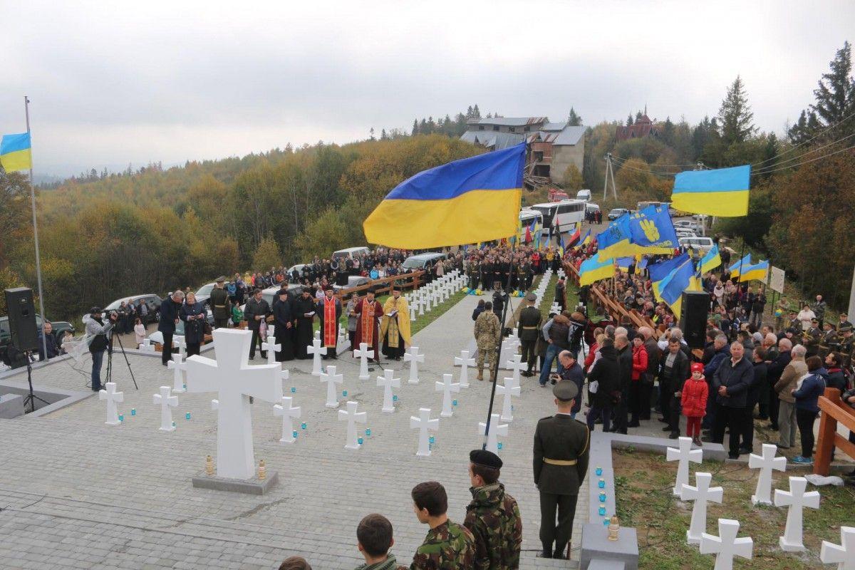 Відкриття меморіалу на Верецькому перевалі в Карпатах / Фото facebook.com/ganushchyn1