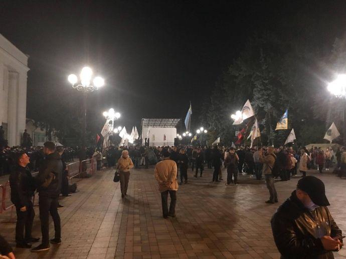 Активисты не хотели пропускать некоторых нардепов / фото УП
