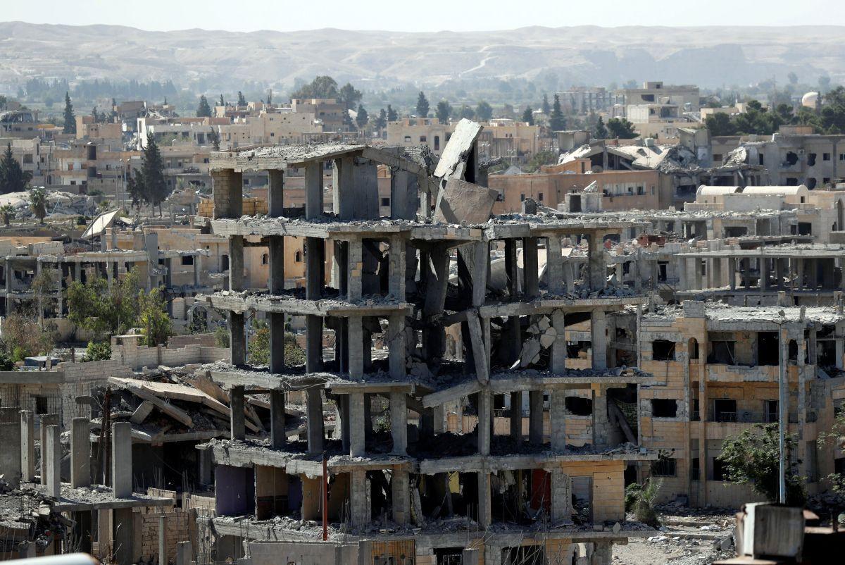 Разрушенные здания Ракки / REUTERS