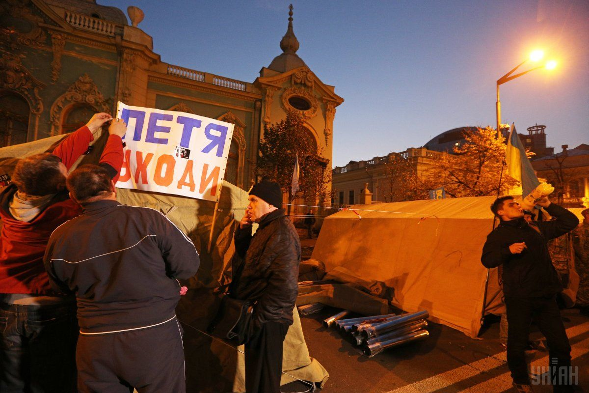 Учасники мітингу поки що йти не збираються / фото УНІАН