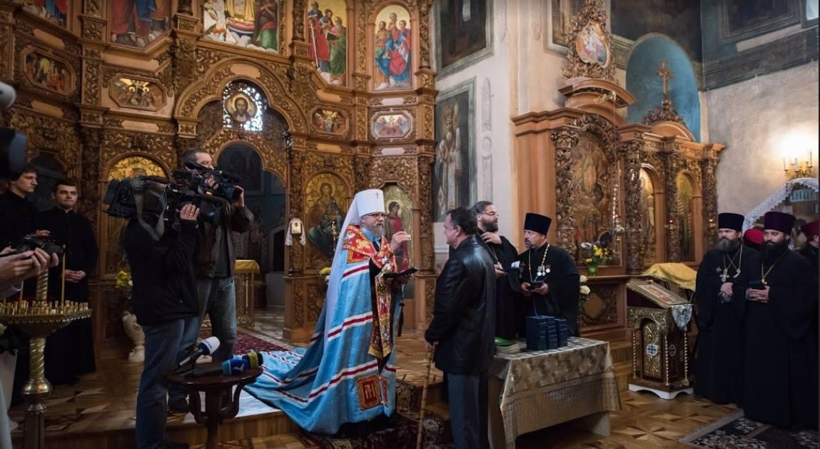 З початком військових дій у нашій країні Українська Православна Церква надає духовну опіку військовим на передовій та допомагає переселенцям зі Сходу.