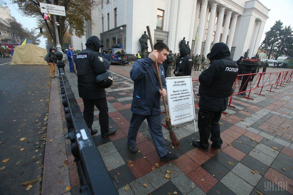 Ситуація біля будівлі парламенту наразі спокійна / фото УНІАН