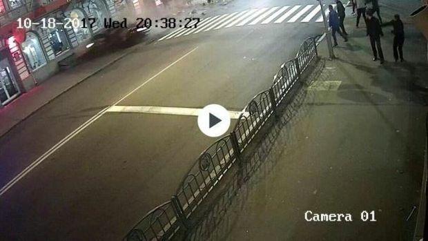 Людей сбивает автомобиль / фото kharkovforum.com