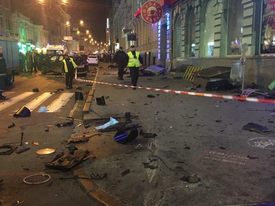 «Лексус» вилетів на тротуар і збив 11 пішоходів / npu.gov.ua