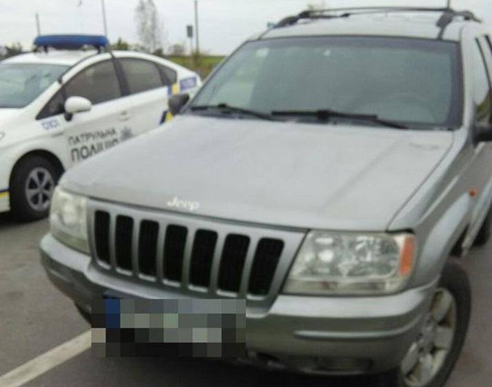 Полицейские немедленно остановили авто / фото facebook.com/patrolpolice.gov.ua