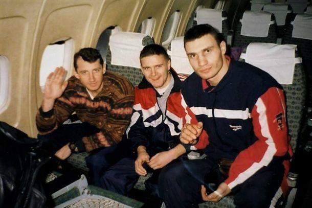 Виталий Кличко (справа) стал чемпионом мира в 1991 году в Париже / klitschko-brothers.com