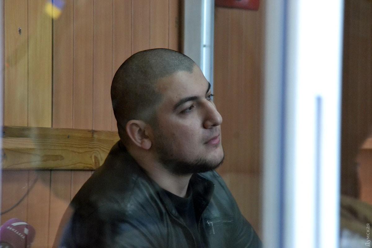 Несмотря на то, что Гасанов знает російйську, суд в очередной раз переносится из-за неявки переводчика / Фото dumskaya.net