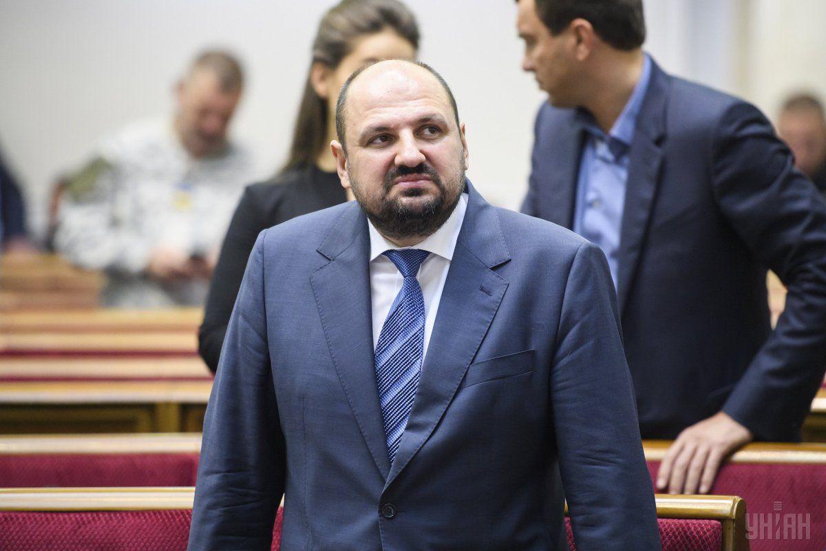 Депутат також зобов'язаний здати паспорти / фото УНІАН