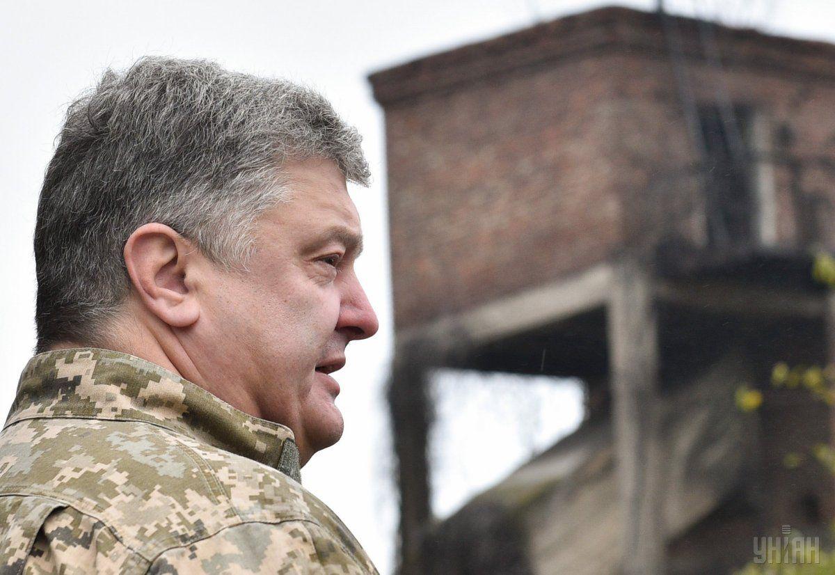 Президент напомнил, что позавчера вернулся из Авдеевки, которая находится на линии разграничения / фото УНИАН