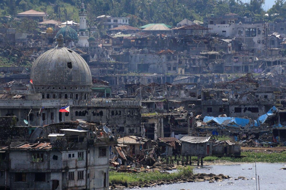 Поврежденные дома в Марави / REUTERS