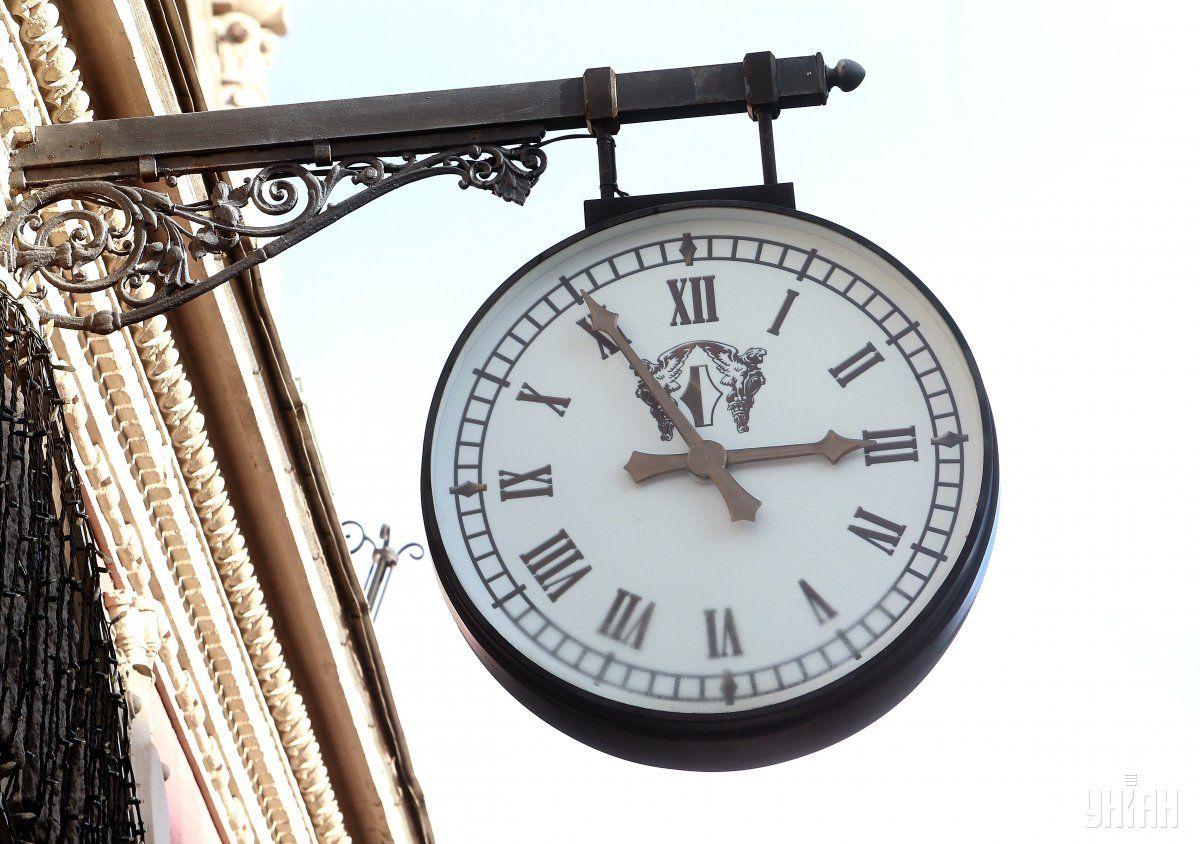 Когда переводят часы на летнее время / фото УНИАН