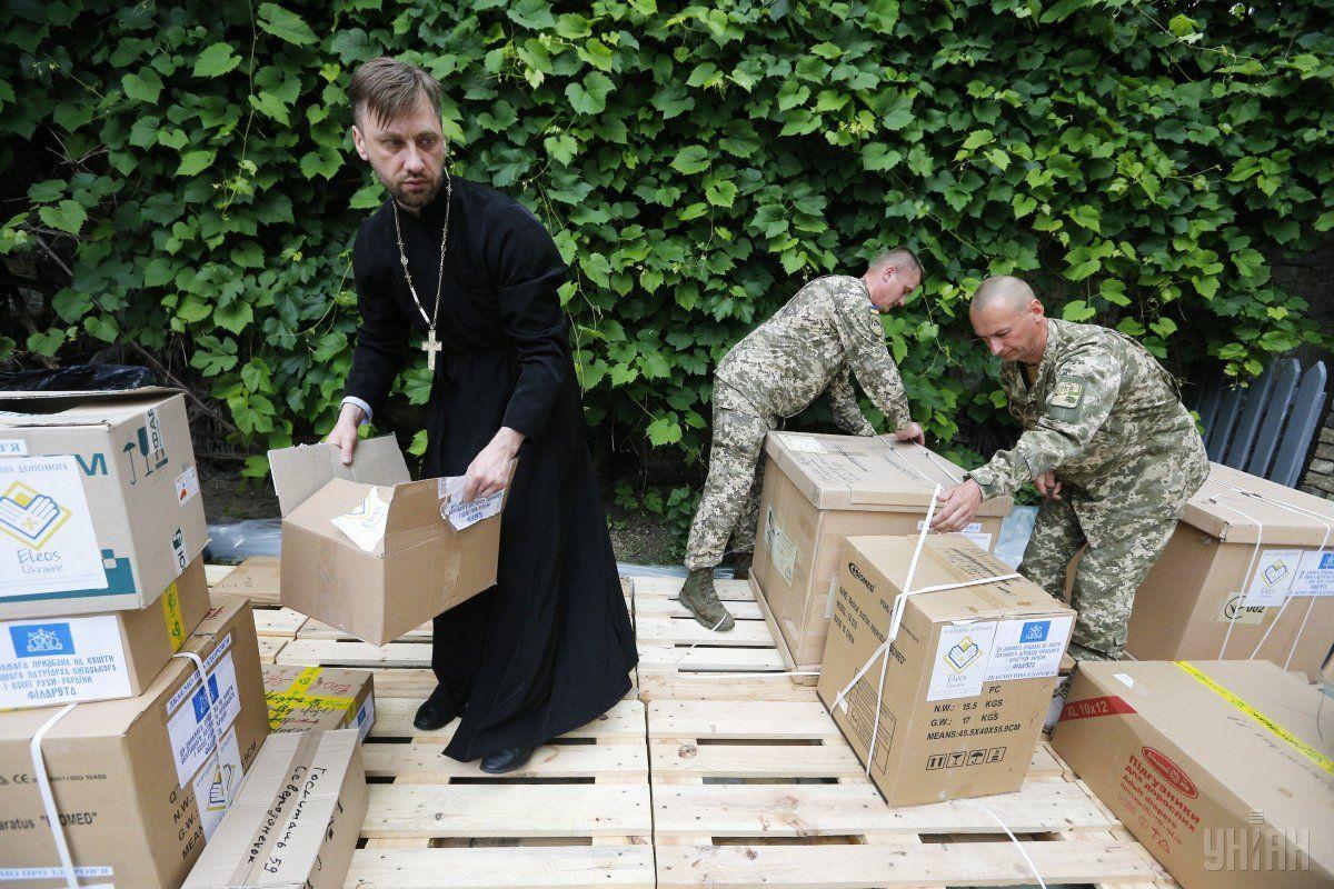Українці довіряють волонтерам, церкві та ЗСУ / фото УНІАН