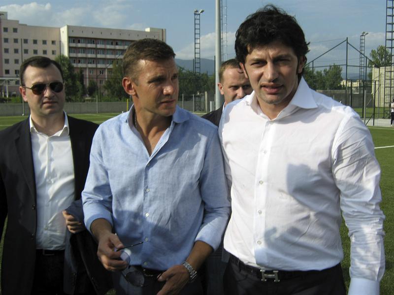 Андрей Шевченко поддержал своего друга Каху Каладзе на выборах мэра Тбилиси / EFE