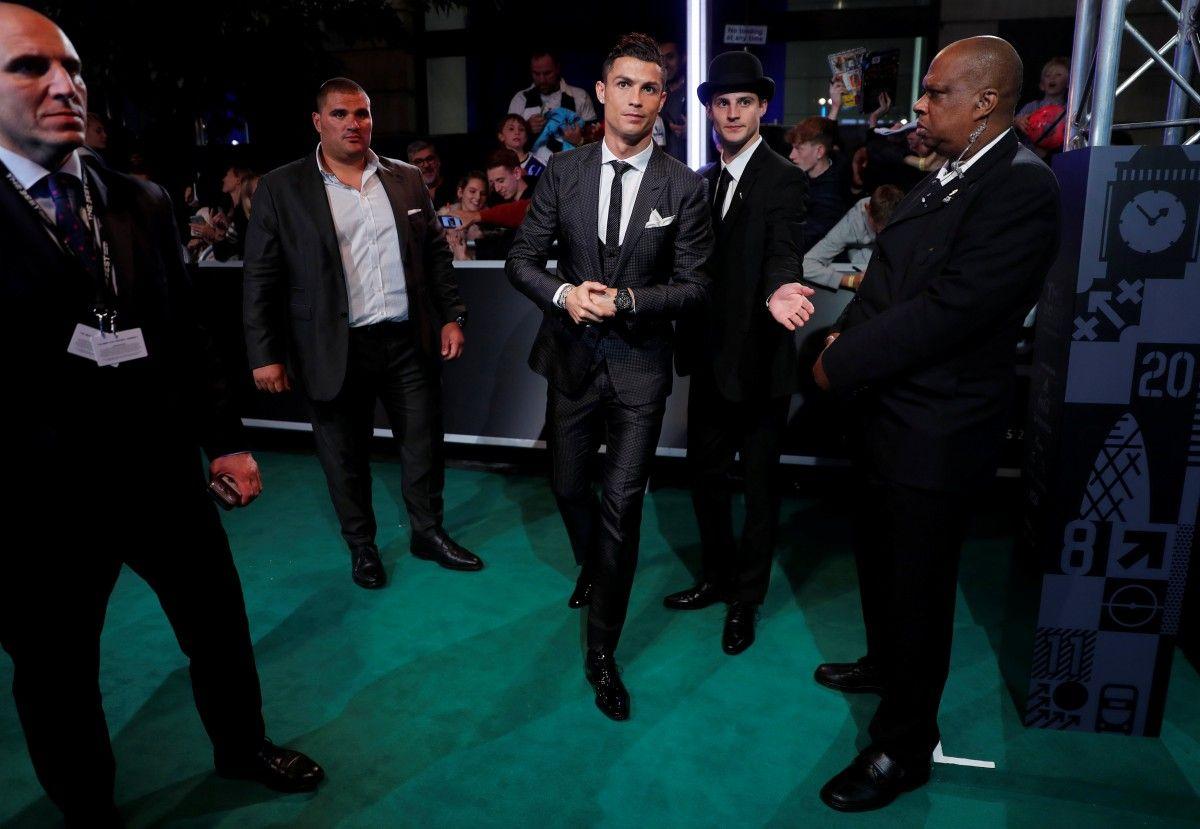 Криштиану Роналду - лучший футболист 2017 года по версии ФИФА / Reuters