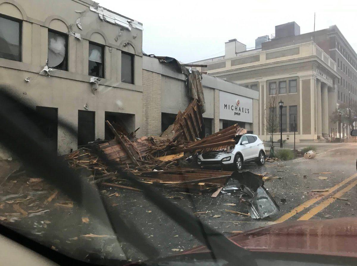 Наслідки торнадо у США / twitter.com @LDENBERG