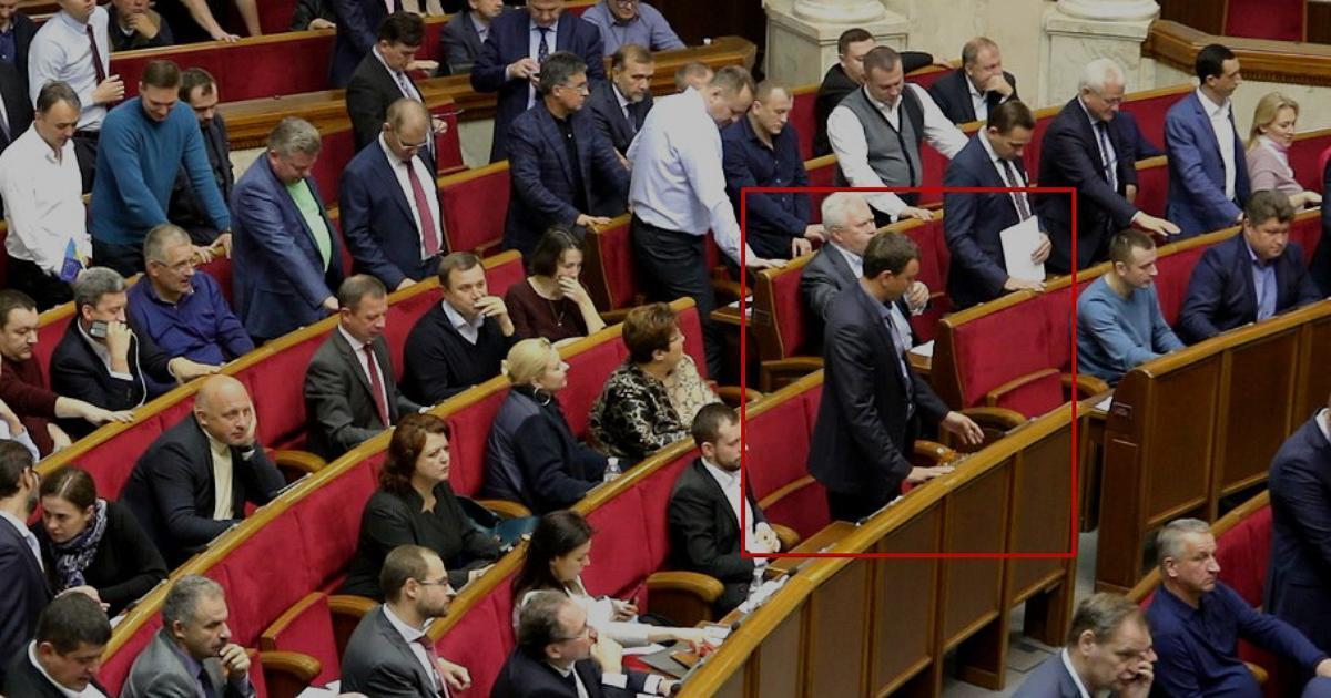 Депутаты продолжают голосовать за своих коллег / фото chesno.org