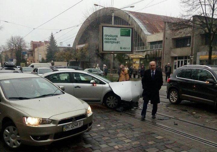 Транспортные средства получили технических повреждений / фото varta1.com.ua