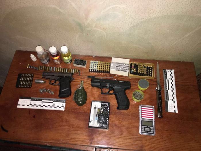 ВОдессе торговец оружием рассылал контрабанду попочте