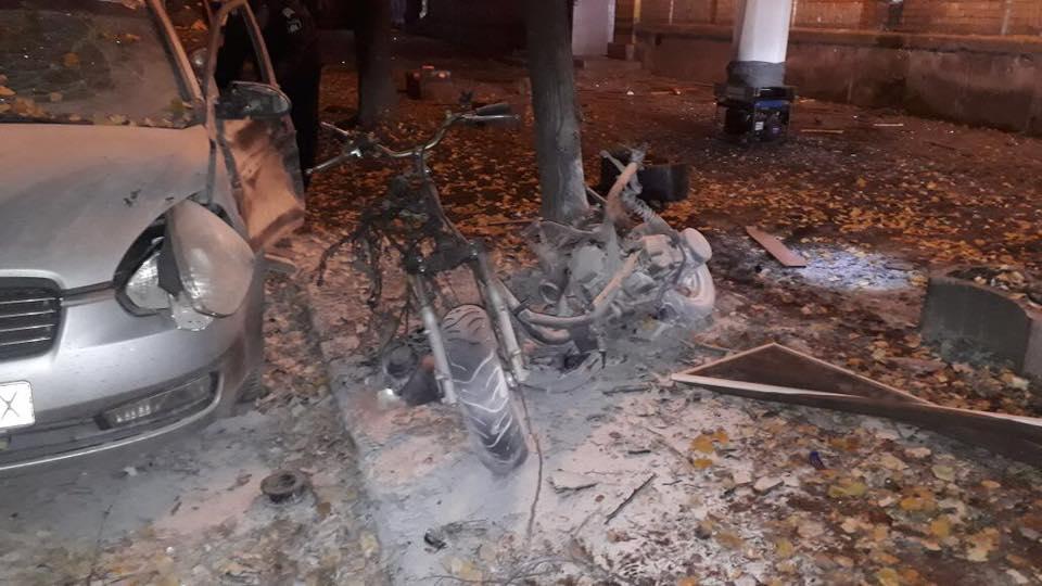 По предварительной оценке правоохранителей, взорвался мотоцикл / фото Оксана Блищик, Facebook