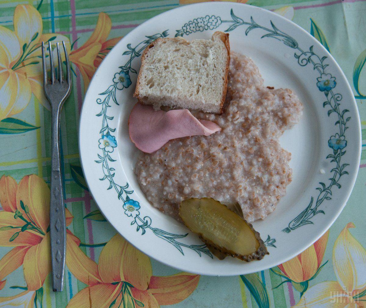 У шкільній їдальні дорослі не харчувалися / фото УНІАН