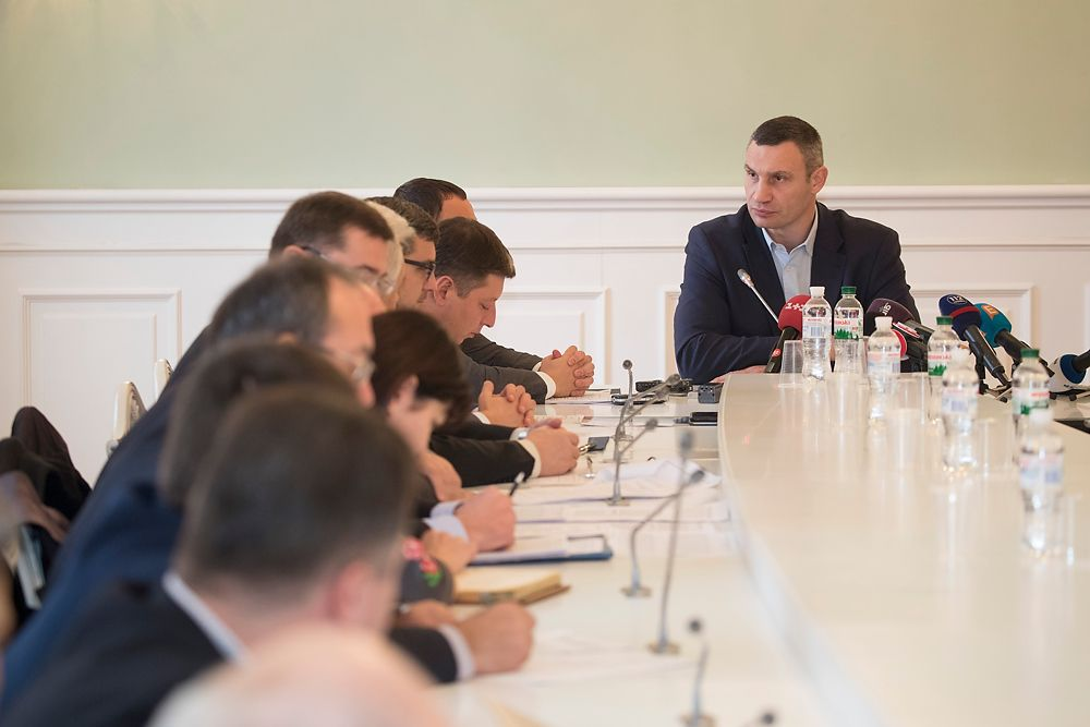 Кличко также напомнил, что коммунальные службы города в этом году осуществили масштабную модернизацию сети на проспекте Соборности / фото kiev.klichko