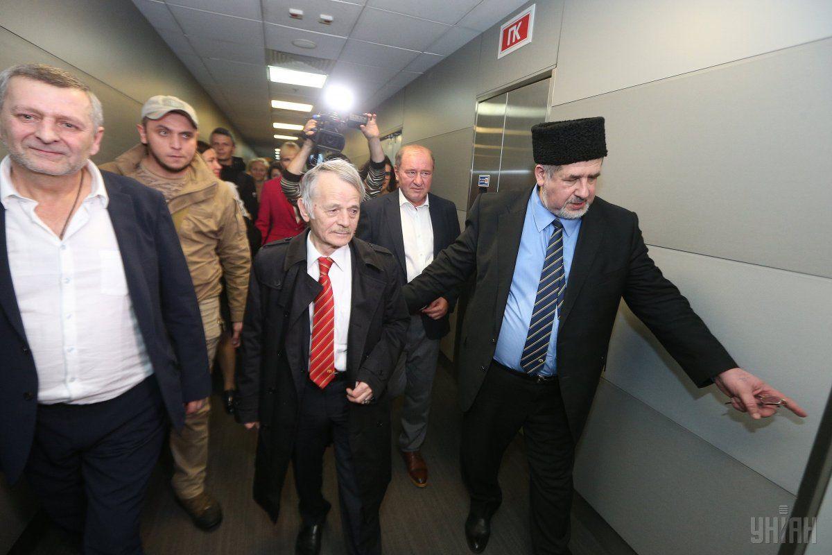 Чубаров пообіцяв не залишати нікого один-на-один із окупантами / Фото УНІАН