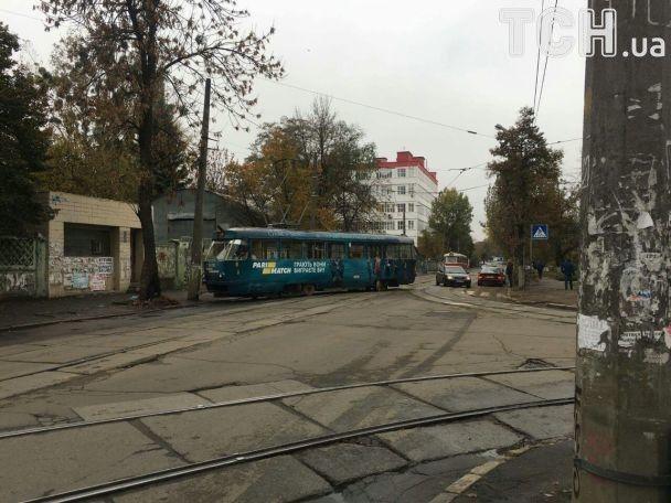 Трамвай сошел с рельсов / фото tsn.ua