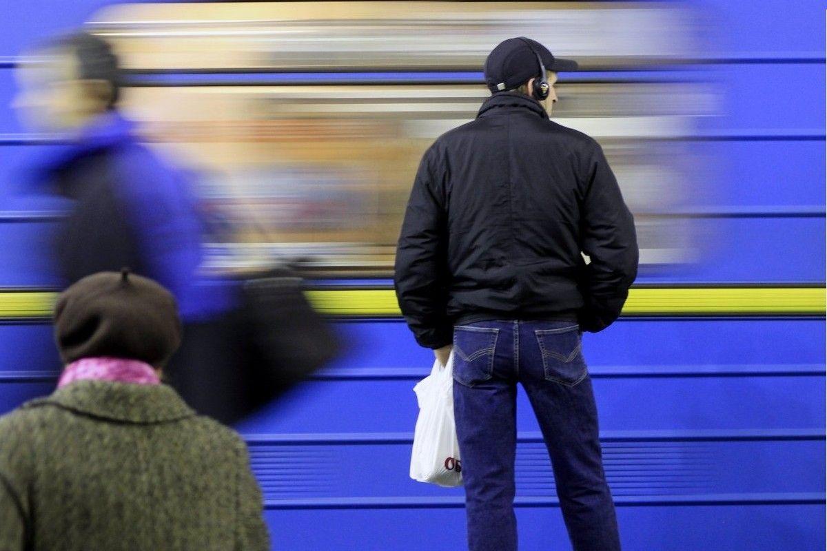 В киевском метро на перегоне «Выдубичи» - «Славутич» произошло задымление / фото УНИАН