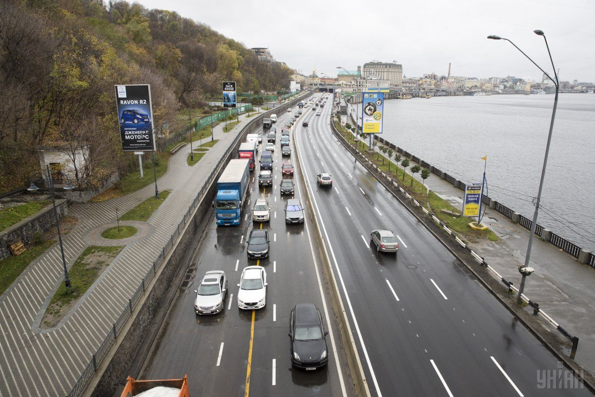 Покрытие шоссе сделано из полимерасфальтобетона / фото УНИАН