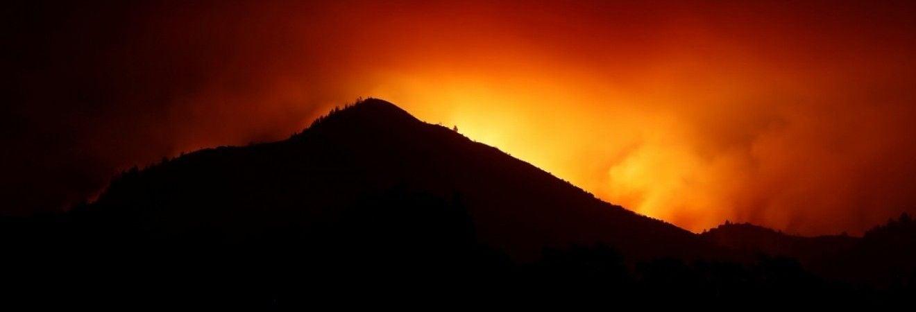 Число жертв лесных пожаров в Калифорнии выросло до 17 человек