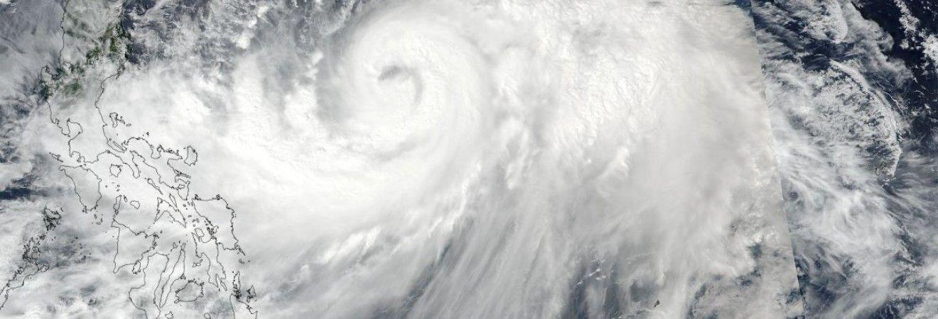 """Потужний тайфун """"Лан"""" наближається до берегів Японії"""