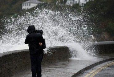 """Сильний вітер та зливи: потужний шторм """"Барбара"""" вдарив по Іспанії та Португалії"""