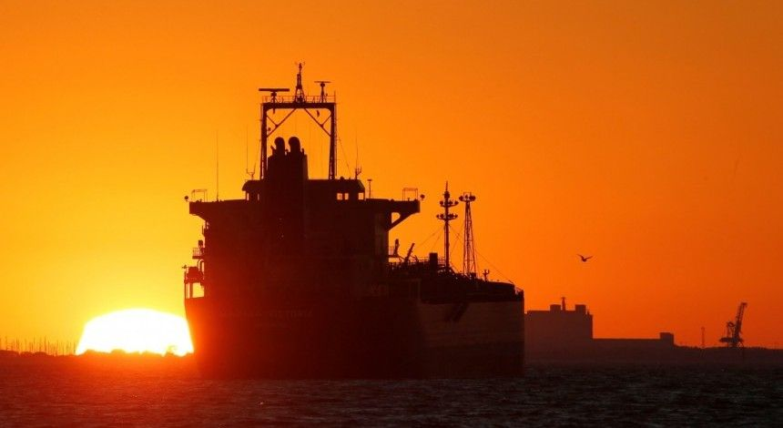 Reuters: Oil prices rise on Iran sanctions worries, falling Venezuelan output