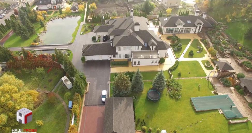 Комплекс особняков под Киевом за $2 миллиона: журналисты показали, как живет семья нардепа Королевской